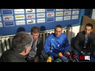 Coach gets stripped off by the fans at his first press conference