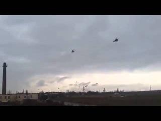 Русские идут! Российские военные вертолеты летят в Крым  Russian troops in Ukraine 28 02 2014