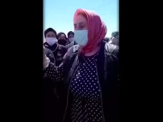 Дагестанские женщины боятся вышки 5G и угрожают сжечь её