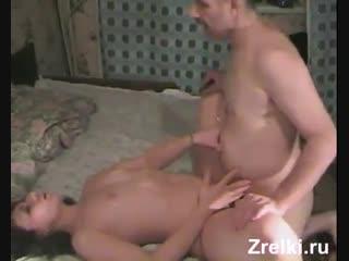 Зрелую соседскую мамашу трахает старый дед домашнее частное любительское mature sexy milf mom and old grandpa fuck
