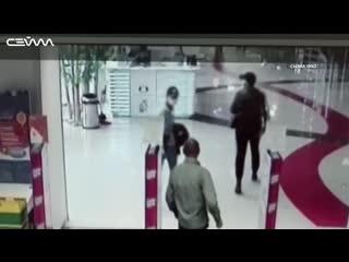 Курские воры-рецидивисты в масках украли батарейки на 7 тыс. рублей