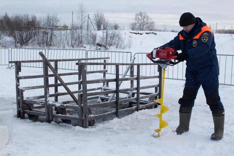 Крещенские купания: лёд на реках Ухты стал ещё крепче, изображение №2