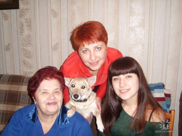 С дочерью Ольгой и внучкой Аленой, 2009 год.