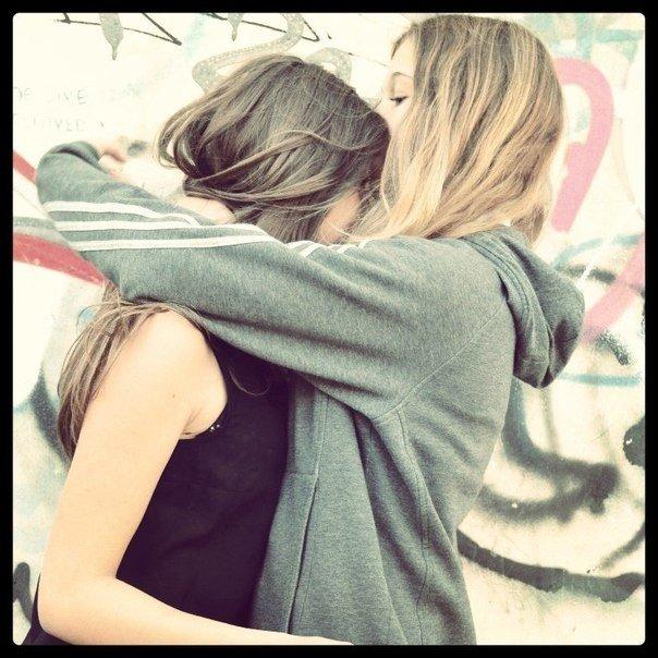 Картинки где лучшие подруги обнимаются