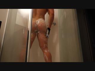 #писяб жопастый бодибилдер в пене под душем. гей порно эротика спортсмен качок зад голый ванная задница ягодицы в мыле spycam