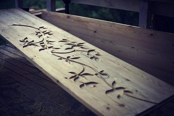 Декор деревянного стола.