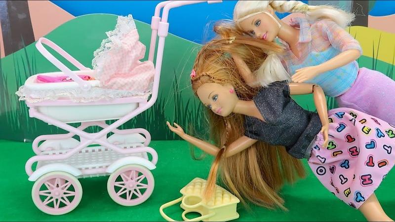 Барби Не Поделили Коляску Мультики для детей Куклы барби Игрушки для девочек IkuklaTV