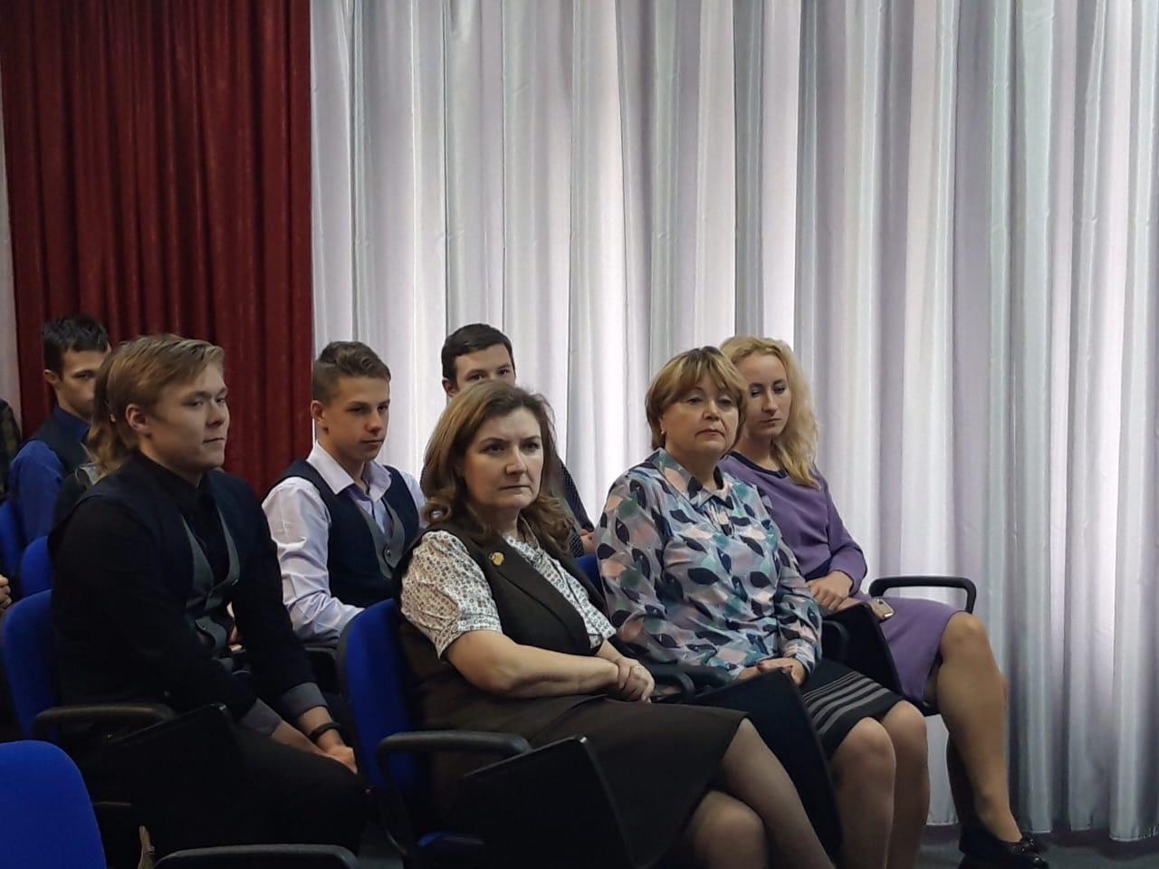 10 декабря в МОБУ «Волховская СОШ №1» прошел Единый урок прав человека для обучающихся 10-11 классов и педагогов .