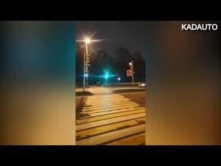 Не мигает пешеходный светофор на Московском проспекте в Калининграде.