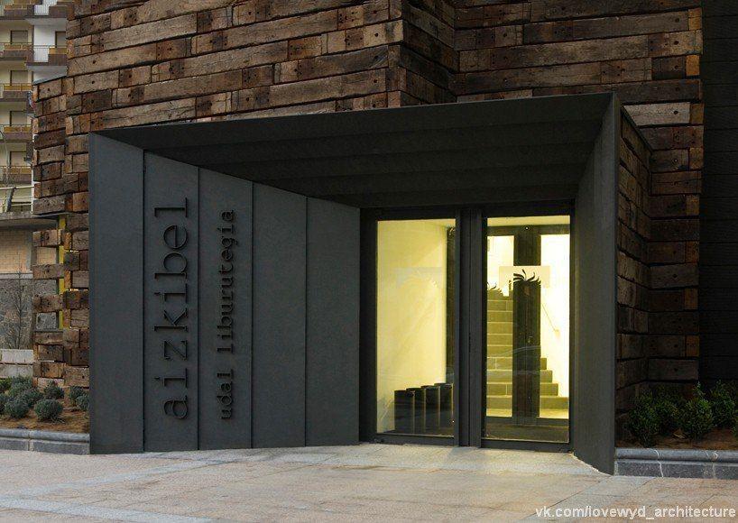 В испанском городе Azkoitia, Estudio beldarrain завершила расширение библиотеки, которая когда-то служила в качестве железнодорожного вокзала.