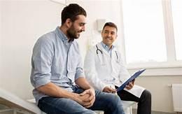 Обследование здорового взрослого мужчины должно включать научно обоснованные рекомендации по обеспечению оптимального здоровья и благополучия, в том числе скрининговые тесты, показывающие, что они улучшают состояние здоровья.