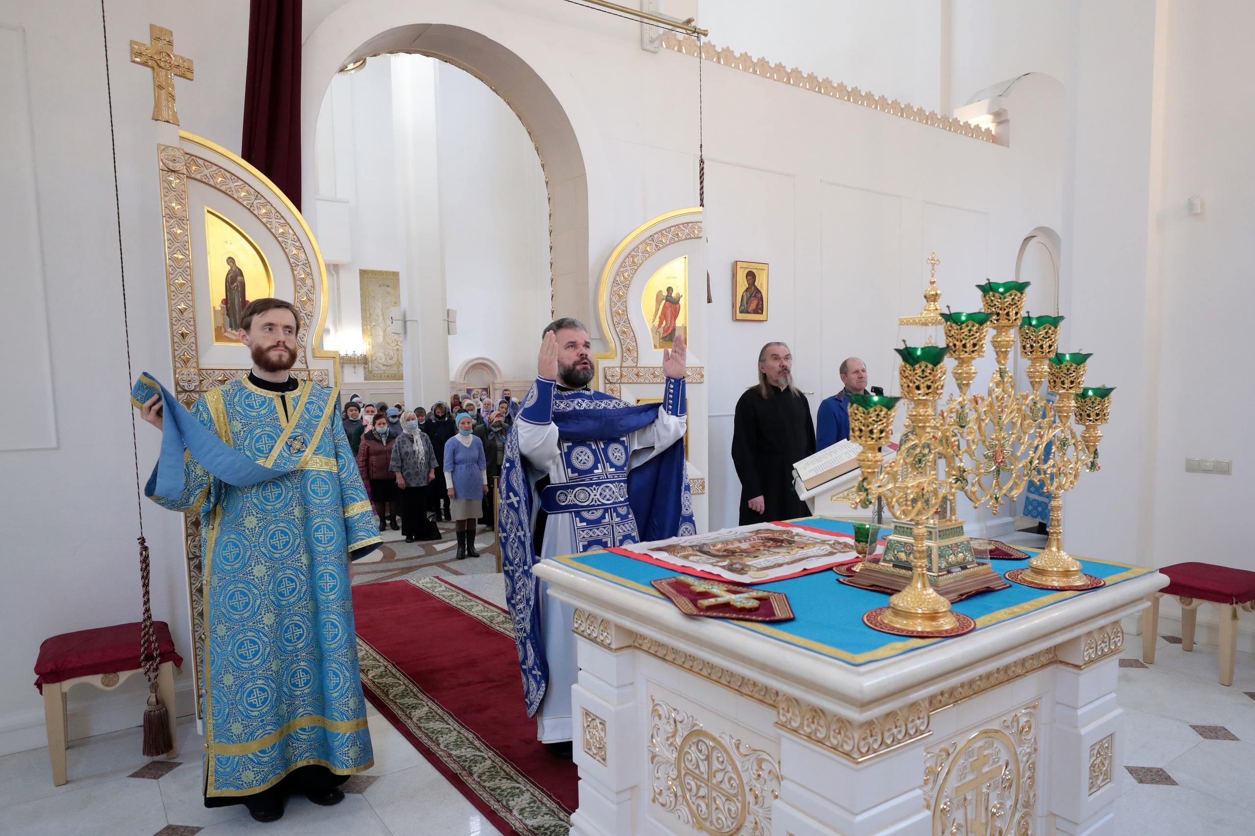 Празднование в честь Казанской иконы Божией Матери в храме блаженной Матроны Московской