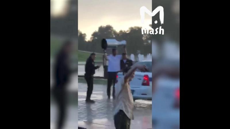 Овечкин привез Кубок Стэнли в Парк Победы и фоткался под дождем со всеми желающими