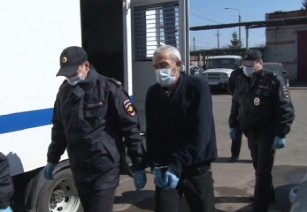 Курский суд приговорил «золотухинского маньяка» к 5 годам В Курской области суд вынес приговор 53-летнему мужчине, который прошлой осенью напал с ножом на двух 15-летних девочек. Он отправится