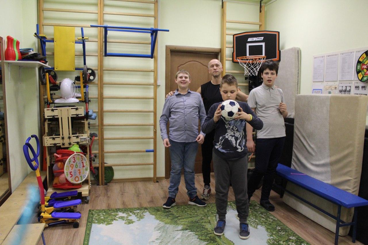 Дети с особенностями развития из Выхина-Жулебина играют в стритбол