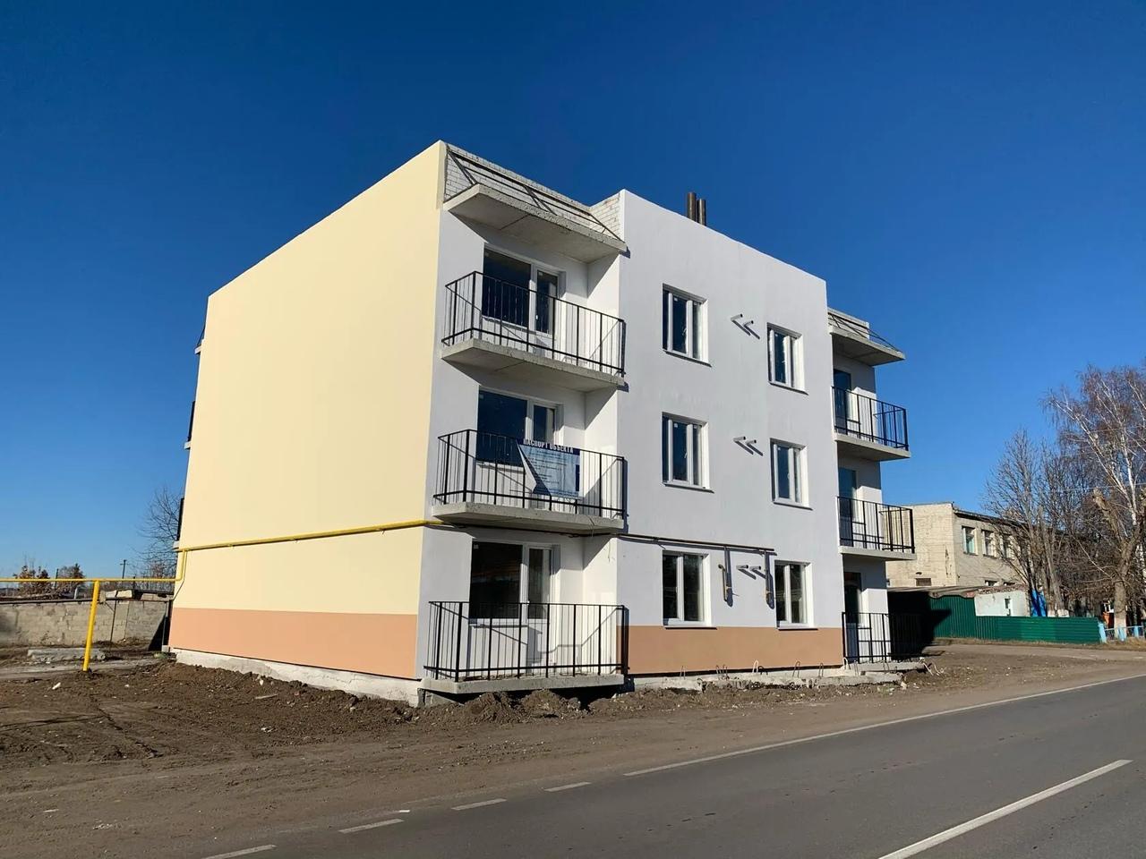 Глава Петровского района Денис Фадеев проконтролировал ход строительства дома для обеспечения жильём детей-сирот