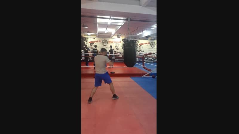 Боксерский клуб Ударник Зал на Кожуховской Работа на мешке с мотором