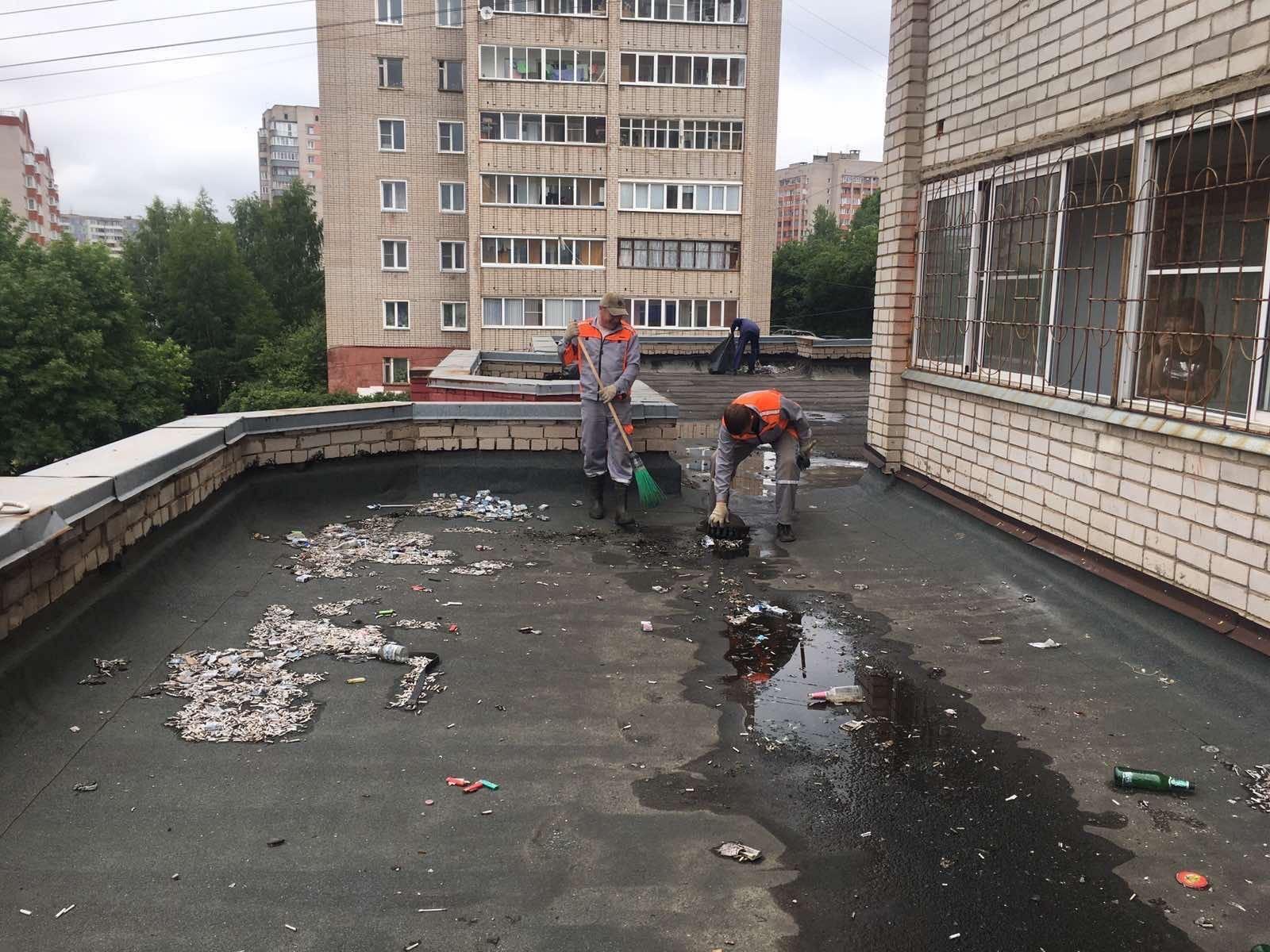 Улица Упита дом 13 чистка кровли от