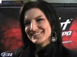 Вот это улыбка...Gina Carano!!Джина Корано лучший тайский боксёр среди девушек в мире!!!!!! Чемпионка мира по боям без правил ММА