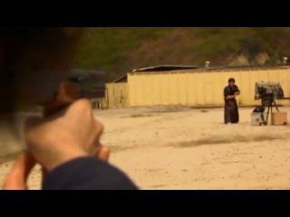 Японский самурай разрубает на лету выпущенную в него пулю