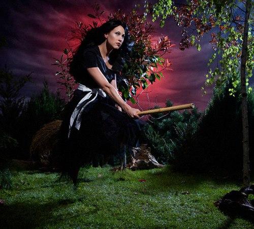 последнее время фото красивых ведьм с метлой добилась отмены приговора