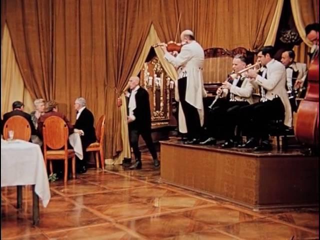 Официант шампанского Хамы Киса Воробьянинов зажигает 12 стульев 1971 г