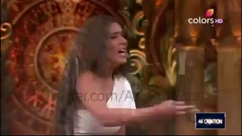 Видео Нии Шармы на Comedy nights bachao , season 2 2