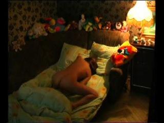 брат снял на скрытую камеру как сестра молоденькая девушка ласкает себя с утра в кроватке девочка без одежды без лифчика тру