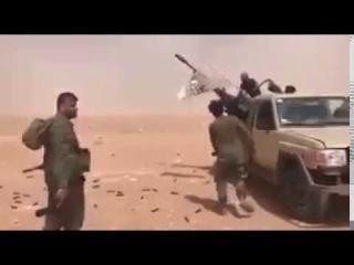 СРОЧНО: Сирийские бойцы открыли огонь по самолету коалиции США Опубликовано: 20 мая 2017 г.   СРОЧНО: Сирийские бойцы открыли огонь по самолету коалиции США (ВИДЕО)   - 6:35  Cамолет коалиции США был обстрелян над Сир