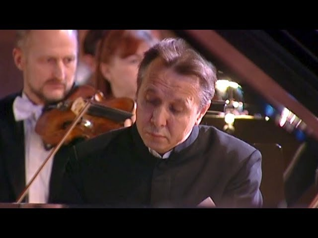 Mikhail Pletnev plays Beethoven - Piano Concerto No. 2 (Moscow, 2006)