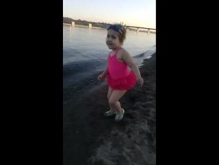 Моя танцулька!Ну, наверное понятно на какие занятия мы пойдём в дальнейшем!#моядочь #доча #плясунья #танцынаводе #танц