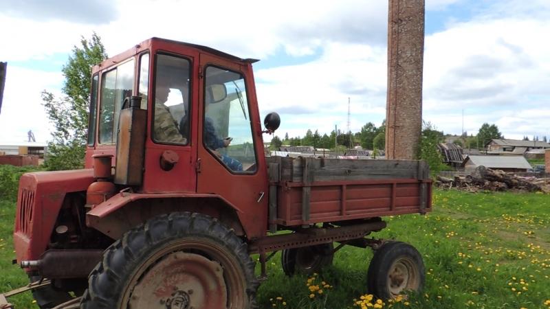 DSCN3128у деда В Пежме .На тракторе.Сама.2018 г.май.