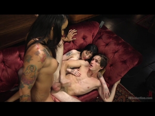 Charlotte sartre, honey foxxx and tony orlando [tattooed shemale]