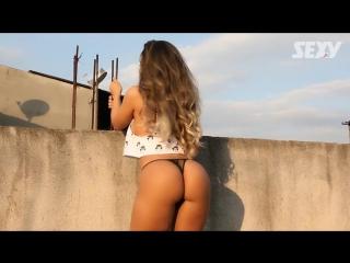 Revista Sexy - Mulher Melão dança pelada na laje da favela de Heliópolis | Brazilian Girls