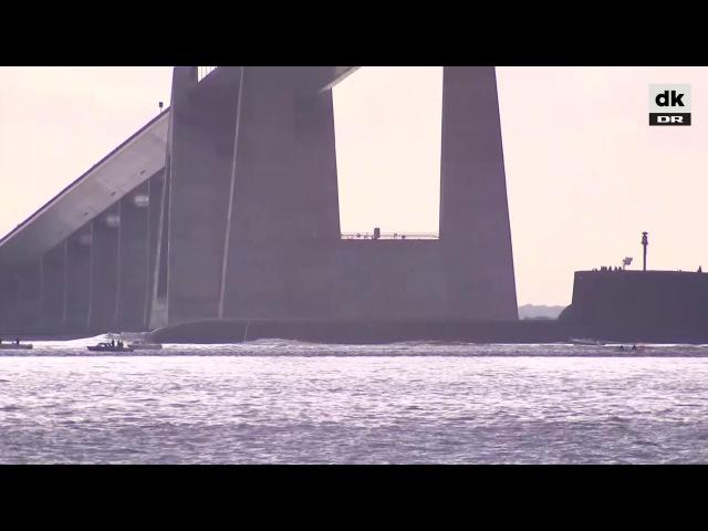 Her sejler russisk gigant ubåd under Storebæltsbroen