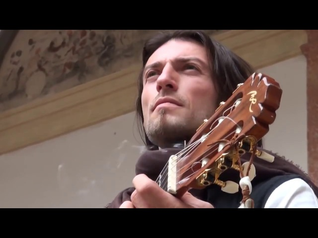 Эстас Тонне Уличный музыкант Гитарист поцелованный Богом