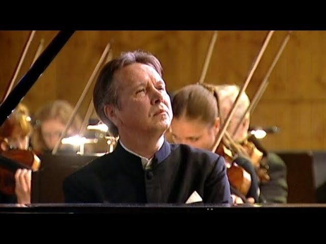 Mikhail Pletnev plays Beethoven - Piano Concerto No. 3 (Moscow, 2006)