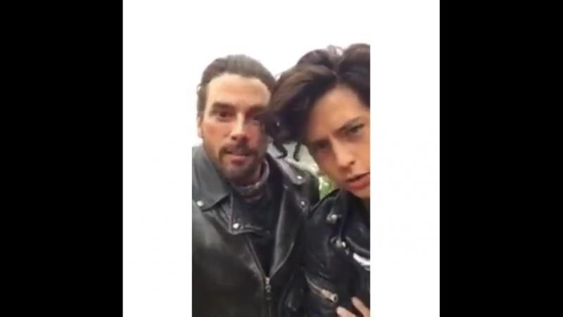 Отец и сын на природе