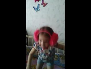 Моя танцулька!Извини дочь - это в меня!!!#моядочь #доча #плясунья #танцулька #танцы #двигайтелом