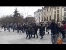 Saint Denis Les immigrants musulmans attaquent l'église catholique pendant la messe La police essaie de les arrêter