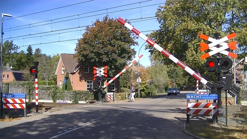 Spoorwegovergang Dorst Dutch railroad crossing