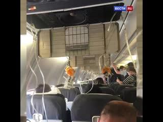 Кадры с вернувшегося во Внуково самолета авиакомпании UTair