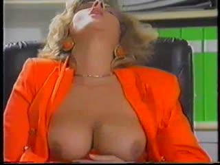 Joy karins-french pissing(1990)1 опытная женщина с большой грудью