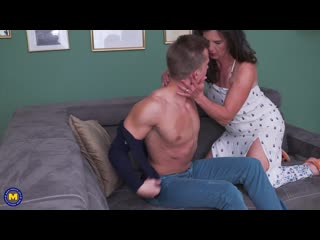 Нежная мама трахает любимого сына, sex milf porn mature old young son boy tit ass boob butt HD (Инцест со зрелыми мамочками 18+)