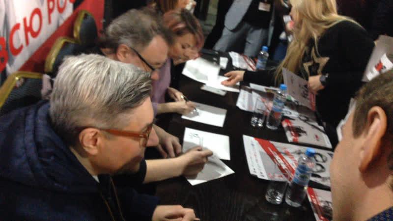 Стар перцы раздают липчанам автографы