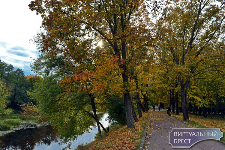 Фоторепортаж: все краски осени во время прогулки по крепости