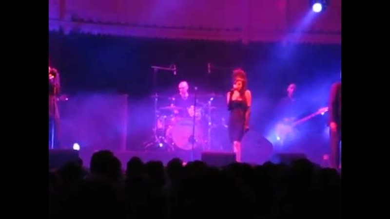 Amy Winehouse - Me and Mr. Jones (Part) (Paradiso, Amsterdam, 08.02.2007)
