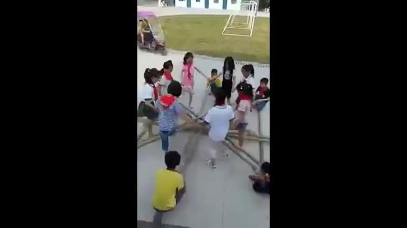 Невероятный танец китайских пионеров (ОБК)