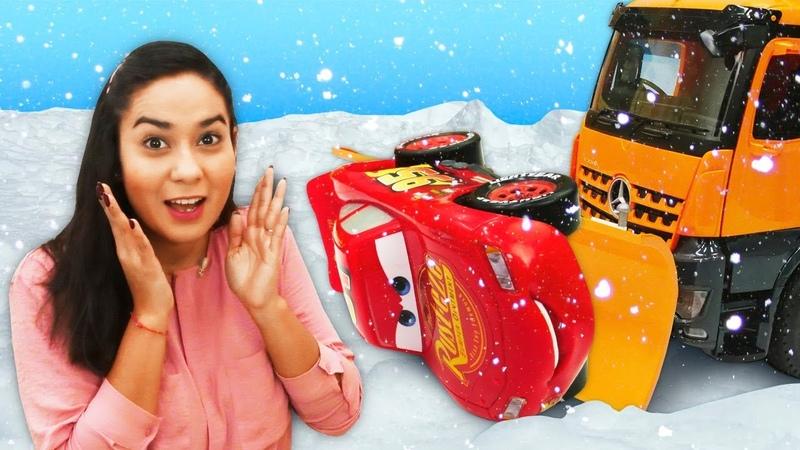Lustige Schule auf Deutsch Die Spielzeuge brauchen einen Schneepflug Die 4 kleinen Autos Cartoon