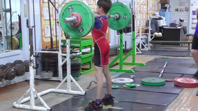 Шумихин Артур, вк 35 кг, 13 лет Приседания на груди 45 кг 8 раз